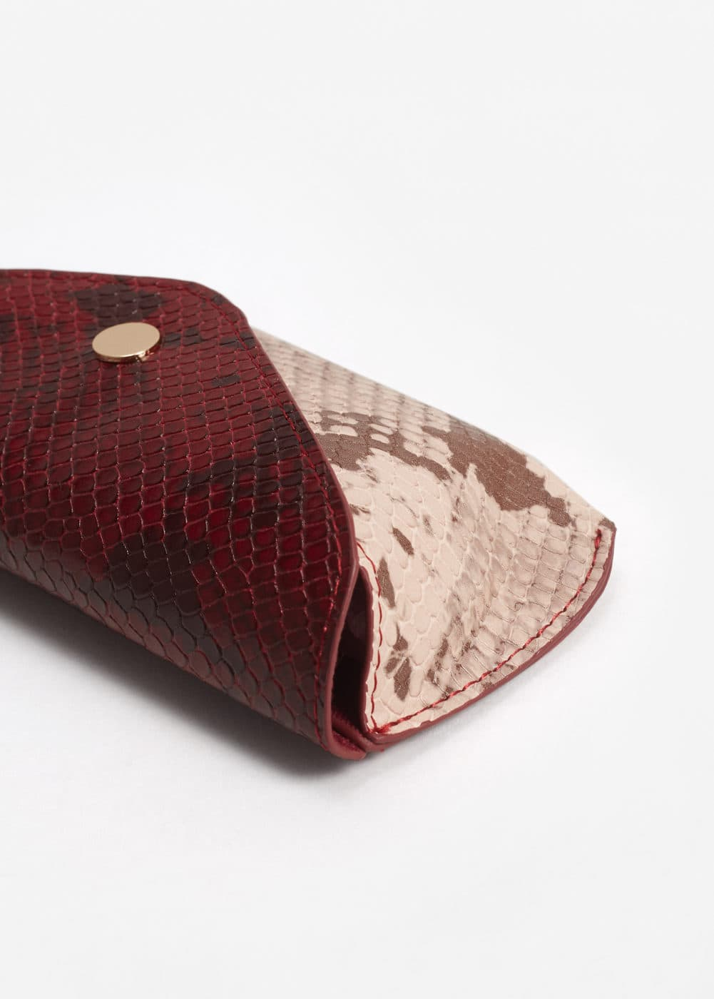 Snake effect glasses case | MANGO