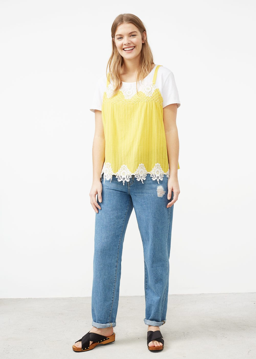 Decorative embroidery top | MANGO
