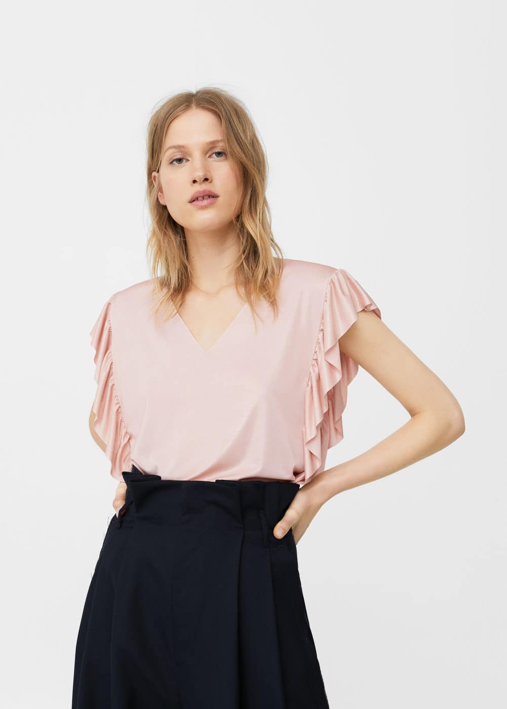 Ruffled shiny t-shirt | MANGO