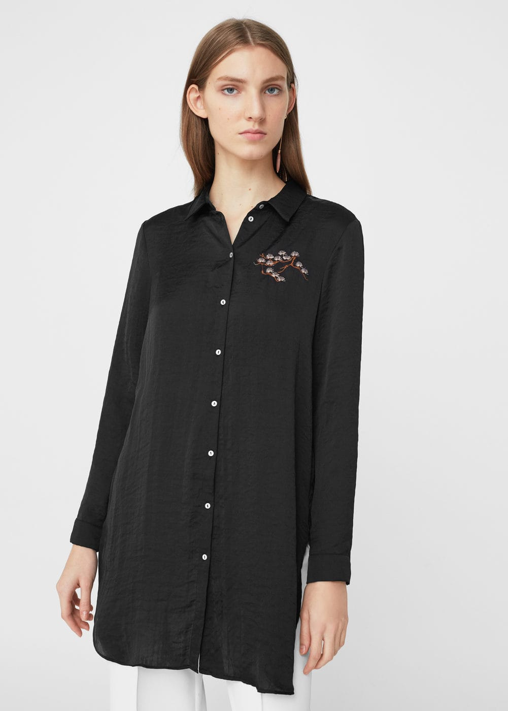 Embroidered flowy blouse | MANGO