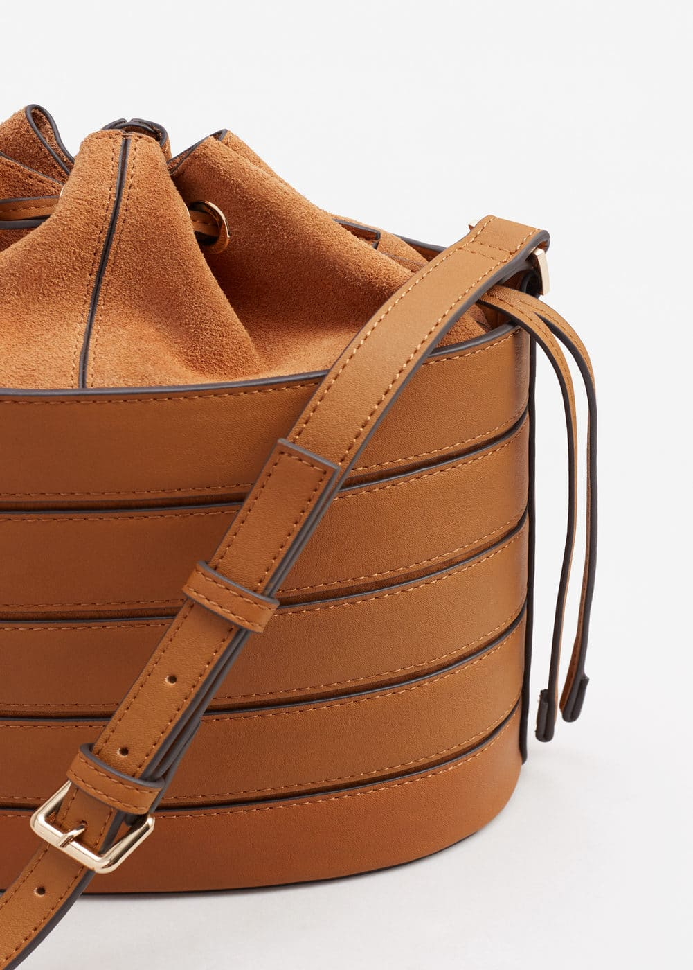 Leather bucket bag | MANGO