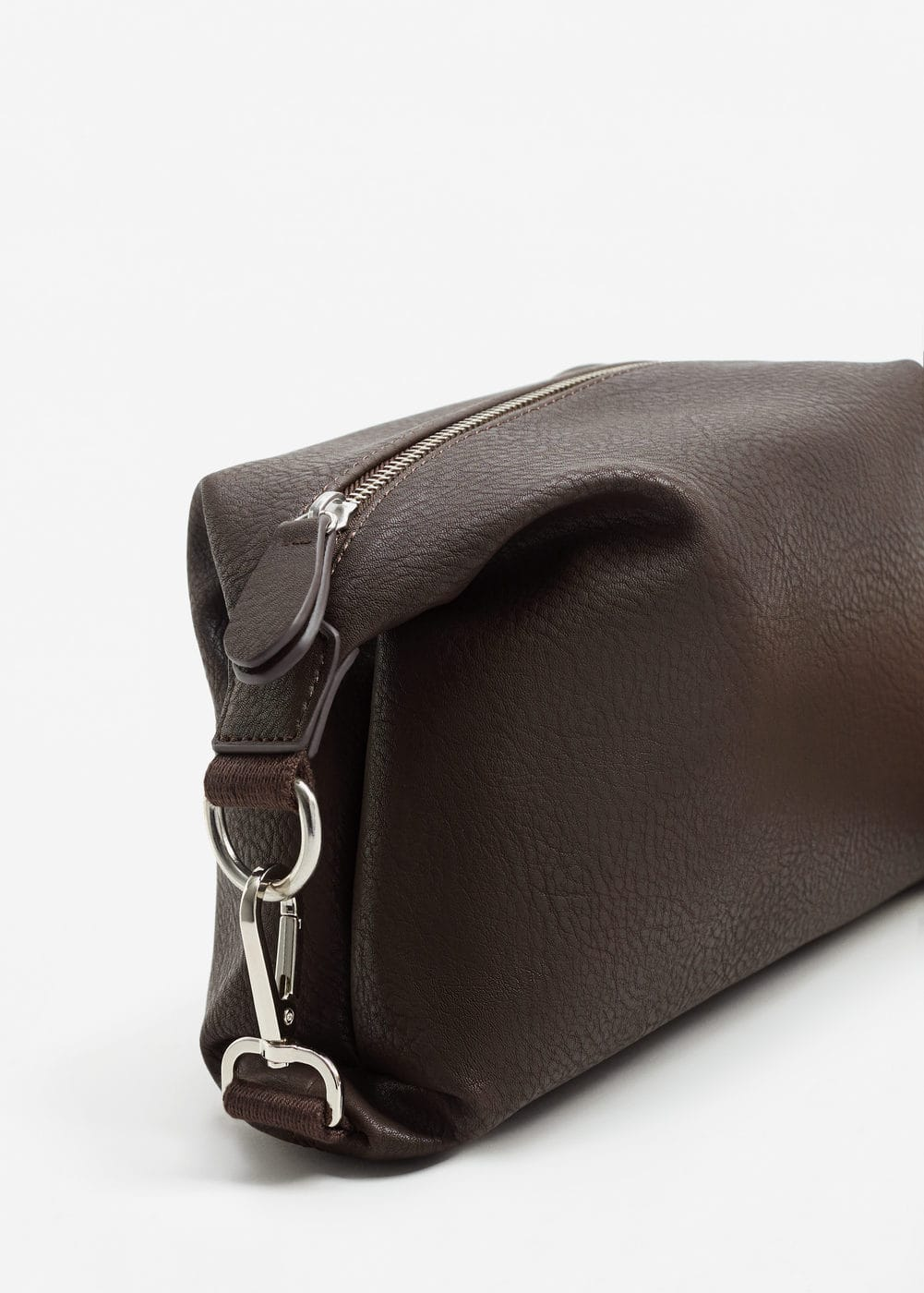 Pebbled zip cosmetic bag | MANGO MAN