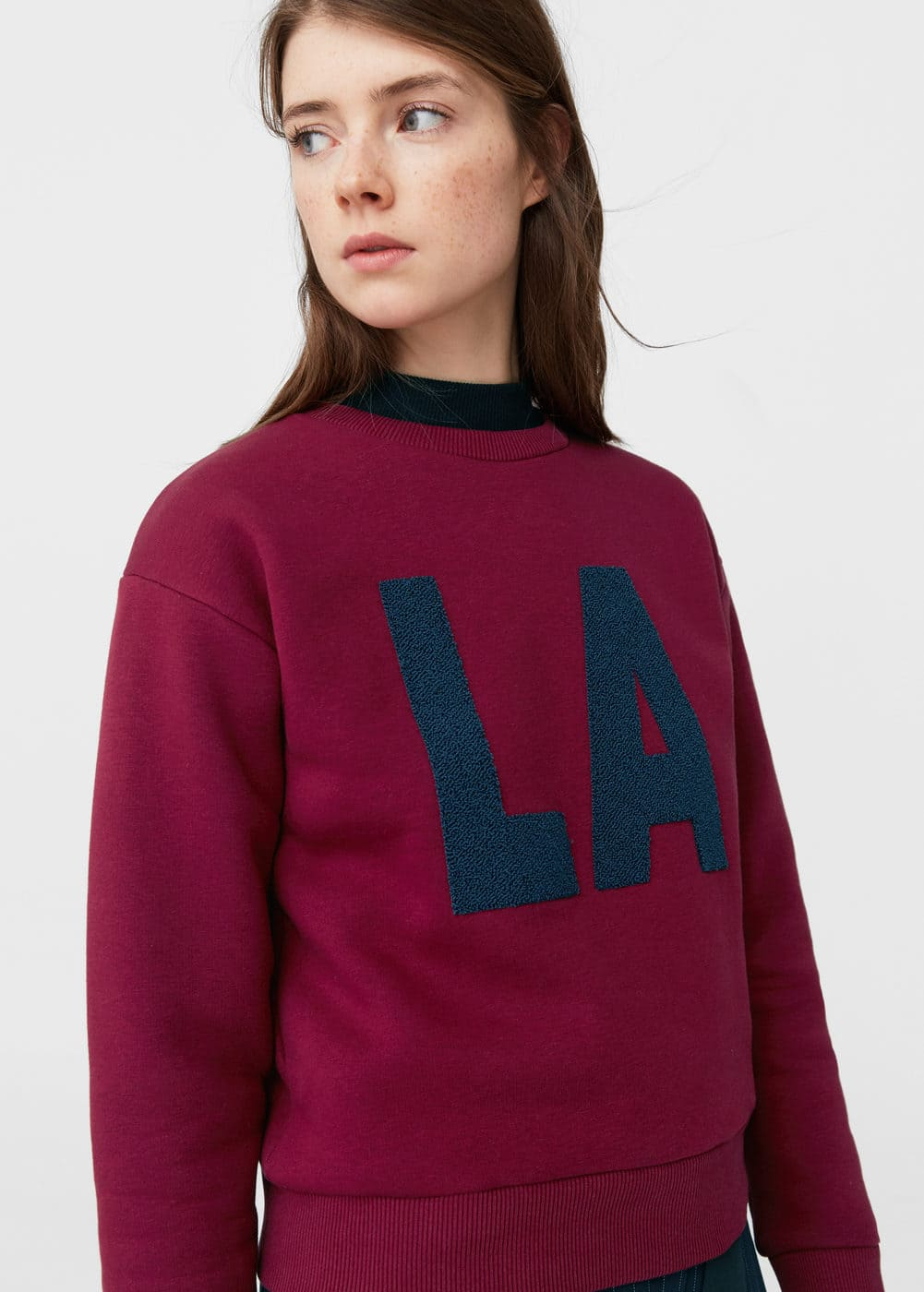 Embossed text sweatshirt | MANGO
