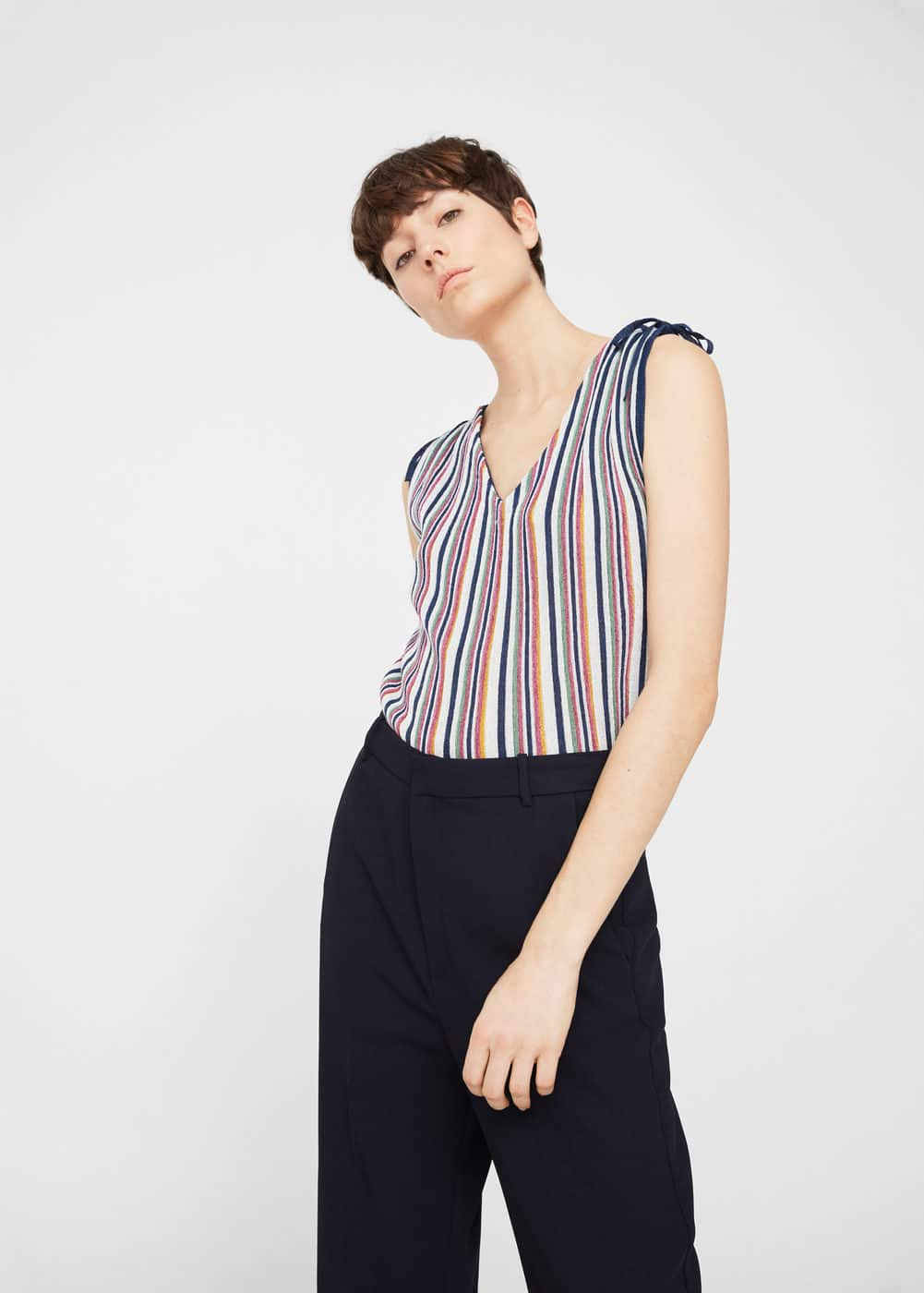 Top mit metallic-struktur | MANGO