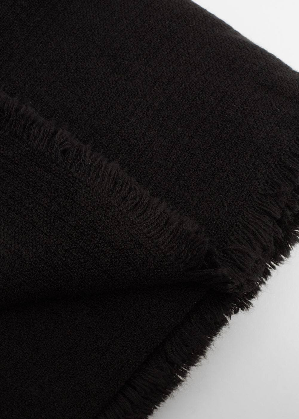 Frayed edge scarf | MANGO