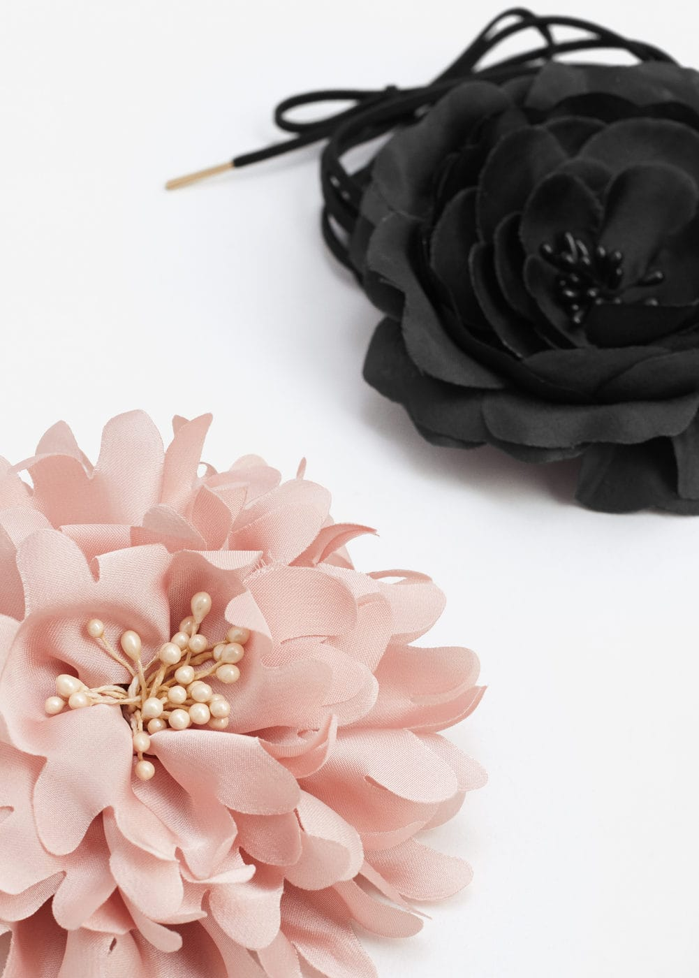 Flower brooch clasp set | MANGO