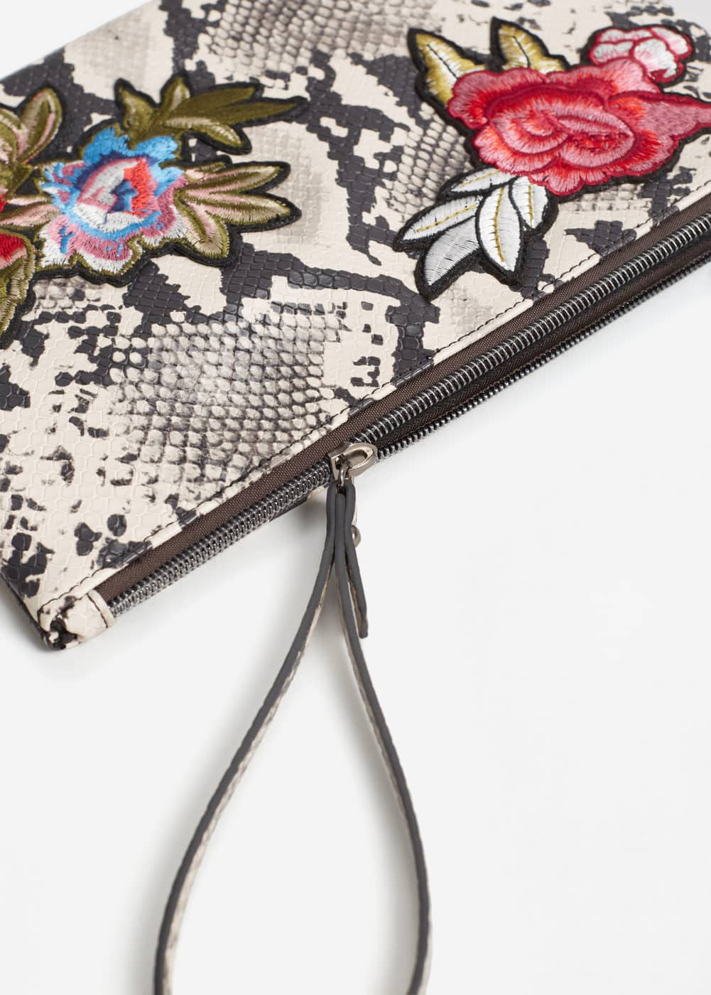 Embroidered cosmetic bag | MANGO